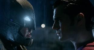 Batman v Superman MovieSpoon.com