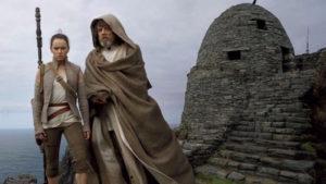 Luke-Skywalker-Rey-Daisy-Ridley-Star-Wars-Last-Jedi-TV-Spot-Creatures-Ships